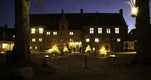 Fredag 1/12 - Julemarked Esrum Kloster @ Mødested: Foran Østerport Station